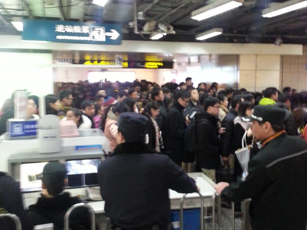 Jotkin asiat pysyvät Kiinassa universaaleina. Onko tämä kuva Shanghain iltaruuhkasta vai Pekingin aamuruuhkasta?