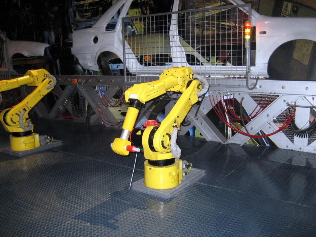 Teollisuudessa robotit hoitavat nykyäänkin paljon kokoonpanotyötä - ja tulevaisuudessa yhä enemmän. Kuva: Wikimedia Commons.