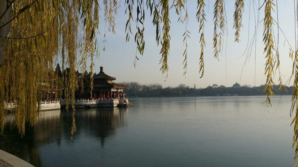 Beihai-järvi on suosittu ajanviettopaikka. Se sijaitsee Kielletyn kaupungin pohjoispuolella. Kuva: Anne Mattila.