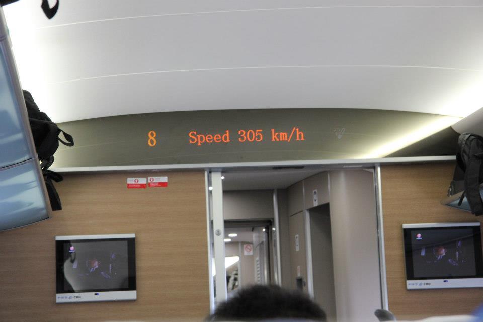 """Kiinan """"harmonia""""-luokan junat taittavat nopeasti pidemmätkin etäisyydet. Kuva: Mika-Matti Taskinen"""