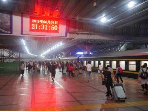 Iltaruuhkaa Pekingin päärautatieasemalla. Kuva: Petja Karppinen.