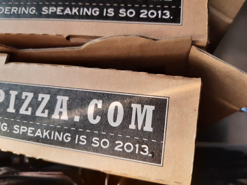 Pizzalaatikkokin sen tietää. Kukapa jutella tahtoisi, kun kaikki on hoidettavissa appeilla. Kuva: Virve Ilkka