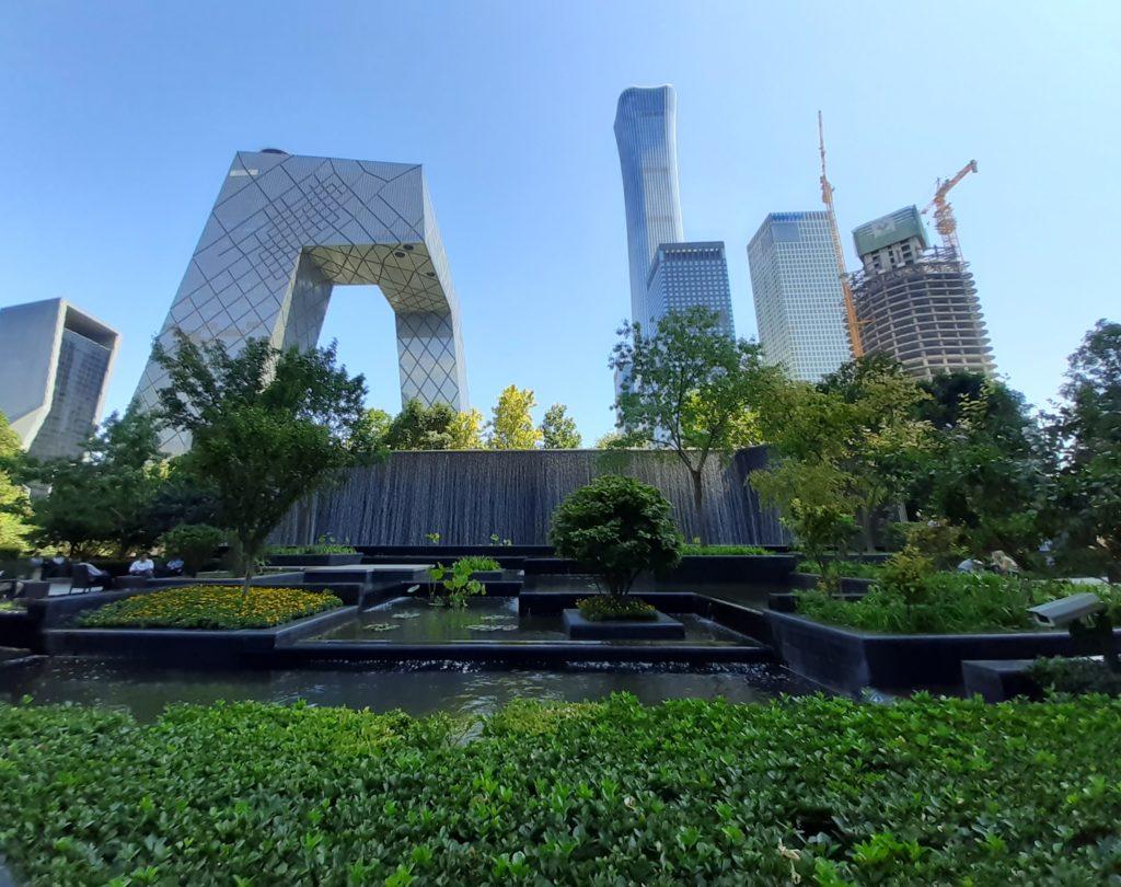 Mielikuvat, odotukset ja pelot jäivät toteutumatta. Saapuessamme Pekingiin taivas oli pitkään sininen ja kaupallinen kaupunginosa Central Business District (CBD) lähes kliininen. Kuva: Virve Ilkka