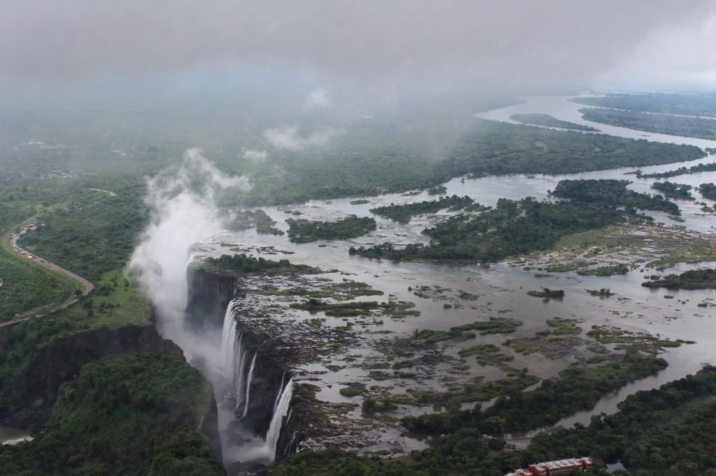 Viktorian putoukset ulottuvat sekä Sambian että Zimbabwen puolelle. Kuva: Timo Olkkonen.