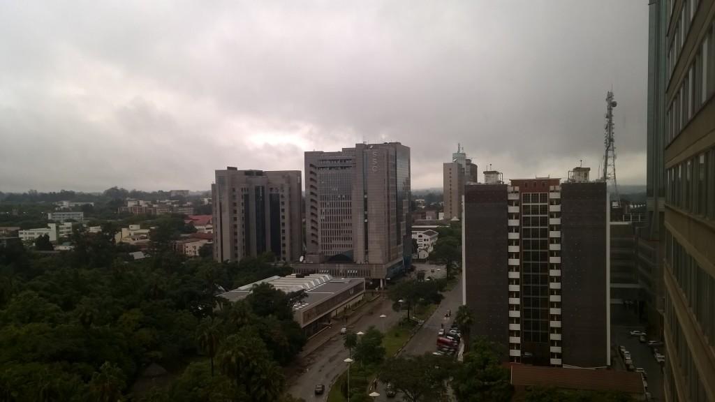 Harare, Rhodesian aikoihin Salisubry, on hyvin eurooppalaistyyppinen kaupunki ruutukaavoineen ja rakennuskantoineen. Kuva: Timo Olkkonen.