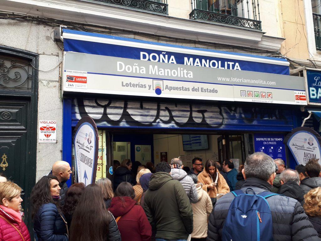 Doña Manolita on yksi Madridin suosituimpia paikkoja ostaa joulun lottokuponki.