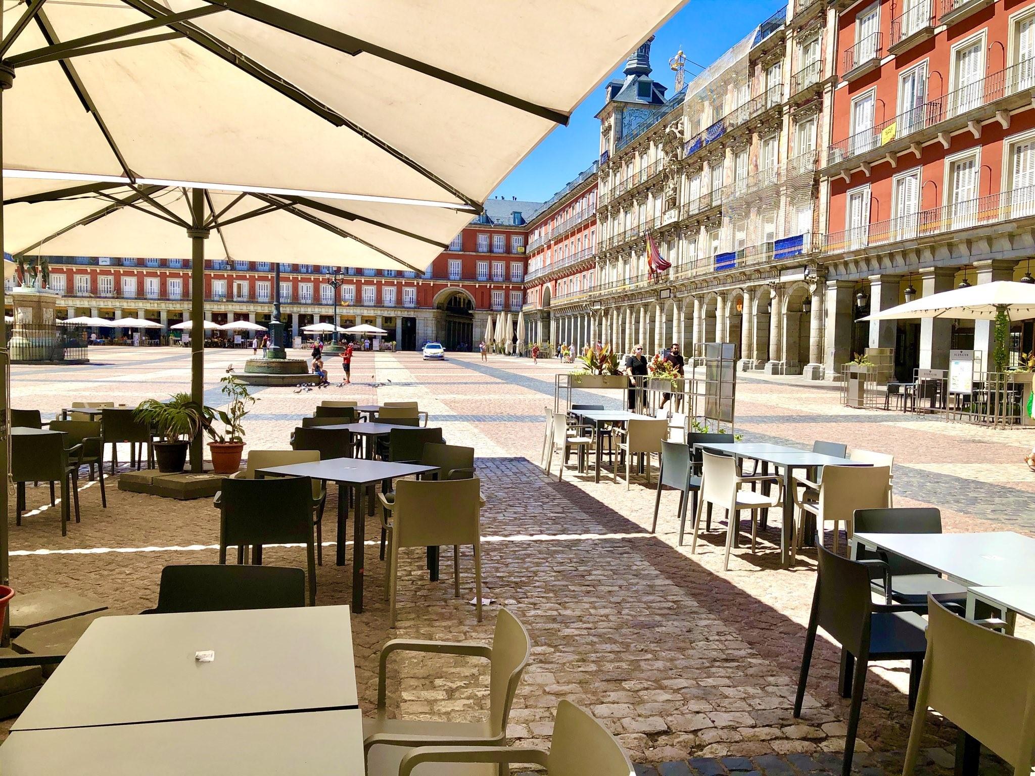Myös Madridin Plaza Mayor -aukion ravintolat ovat kärsineet turistikadosta. Kuva: Tiina Jortikka-Laitinen