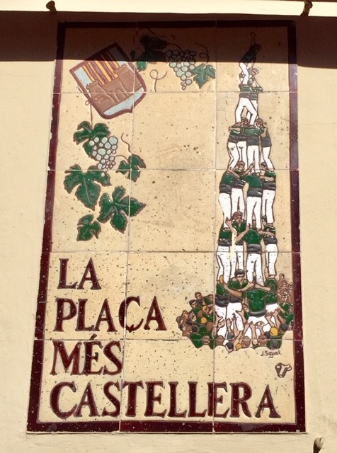 Vilafranca de Penedèsin kylä on kuuluisa aukiollaan järjestetyistä ihmistornitornitapahtumista. Kuva: Reetta Niinimäki