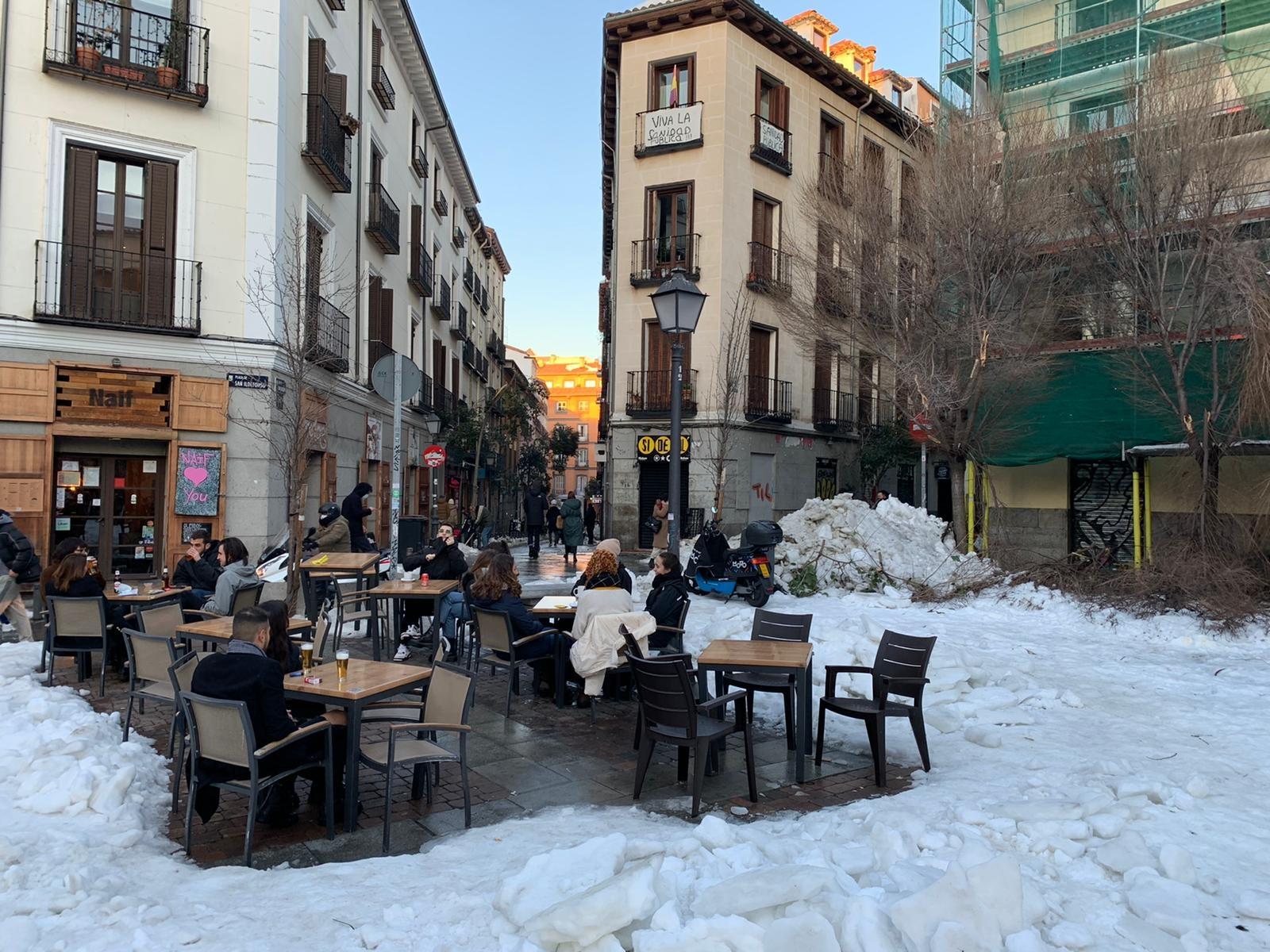 Madridilaiset nauttivat cañoistaan hieman erilaisessa ympäristössä. Kuva: Akseli Peltola
