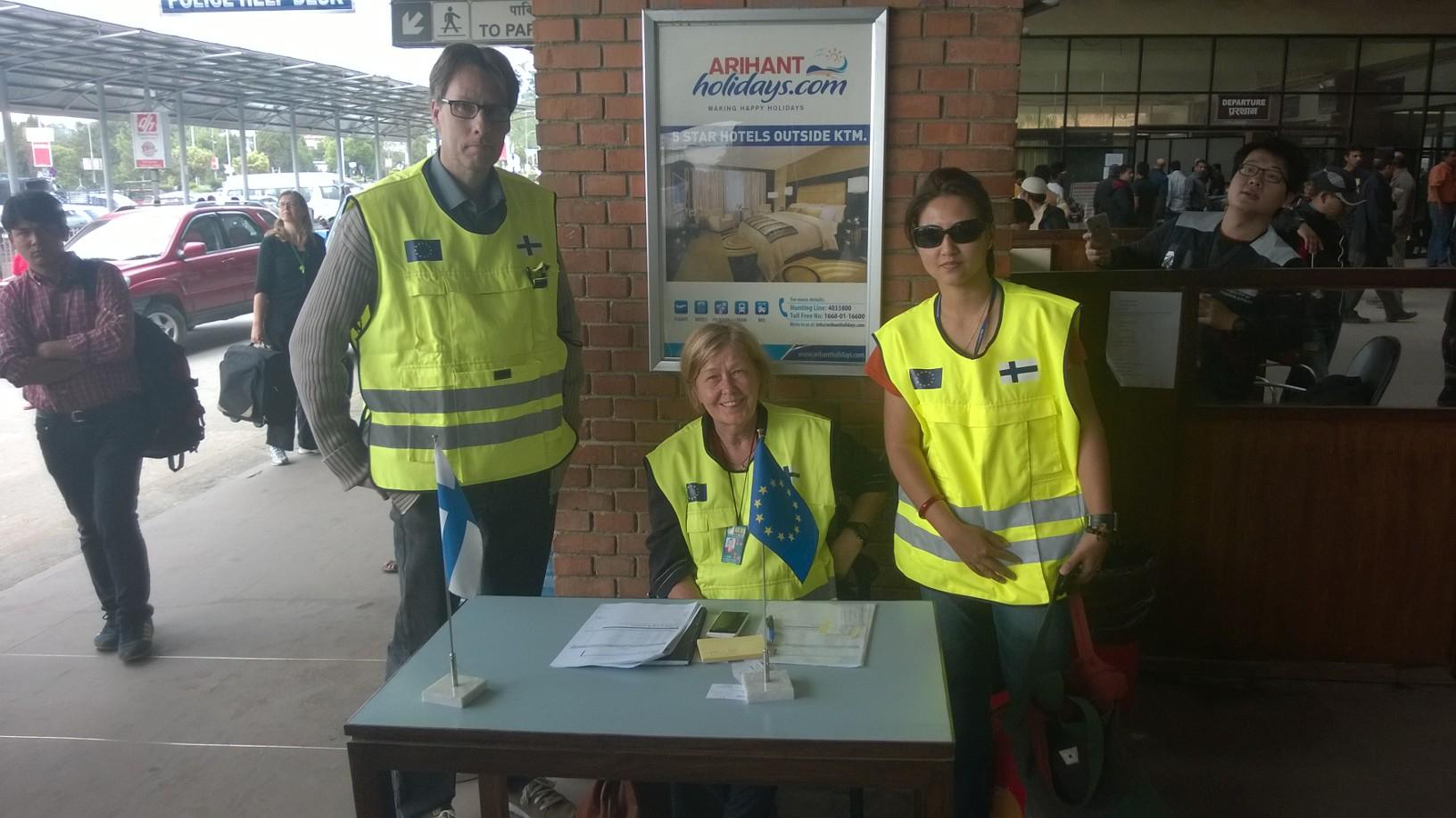 Konsulipiste Kathmandun lentokentällä. Kuva: Asko Luukkainen