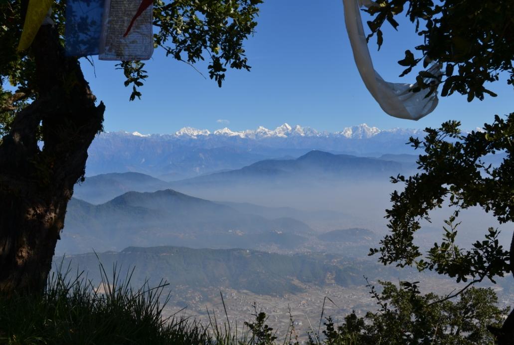 Vuoristo on luonnollinen raja Nepalin ja Kiinan välillä. Kuva: Hanna-Liisa Peltoniemi.