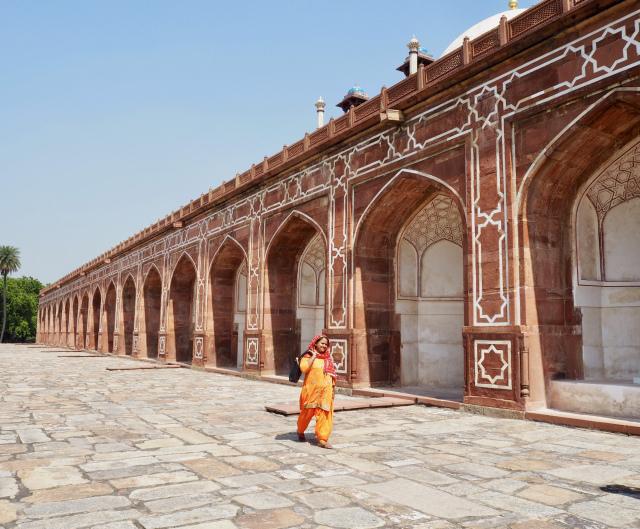 Intiassa loisteliaat värit hallitsevat katukuvaa. Kuva: Saana Annala.