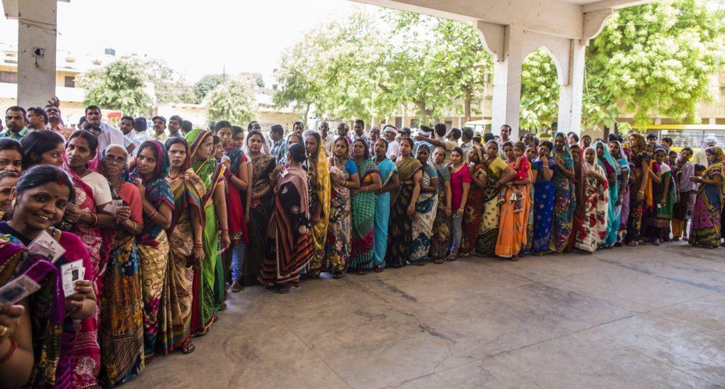 Jonoa äänestyspaikalla. Kuva: Prashanth Vishwanathan/UNDP.