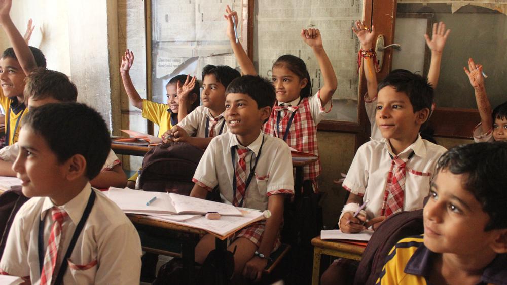 Koulujärjestelmän on elettävä ajassa. Aivan kuten Suomessakin vastikään, on Intiassa käynnissä opetussuunnitelman uudistus. Kuva: Wikimedia Commons.