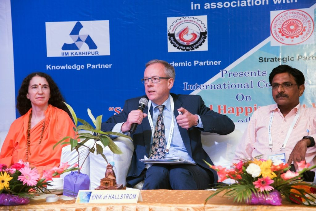 Onnellisuus-seminaarissa Uttarakhandissa
