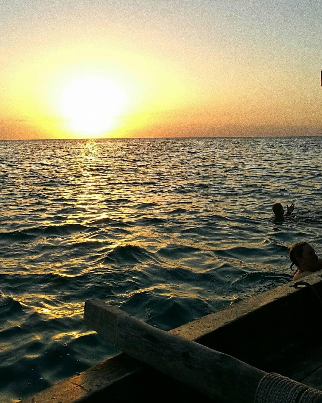 Auringonlasku Sansibarin pohjoisosassa Kendwassa. Kuva: Fanni Mäkinen.