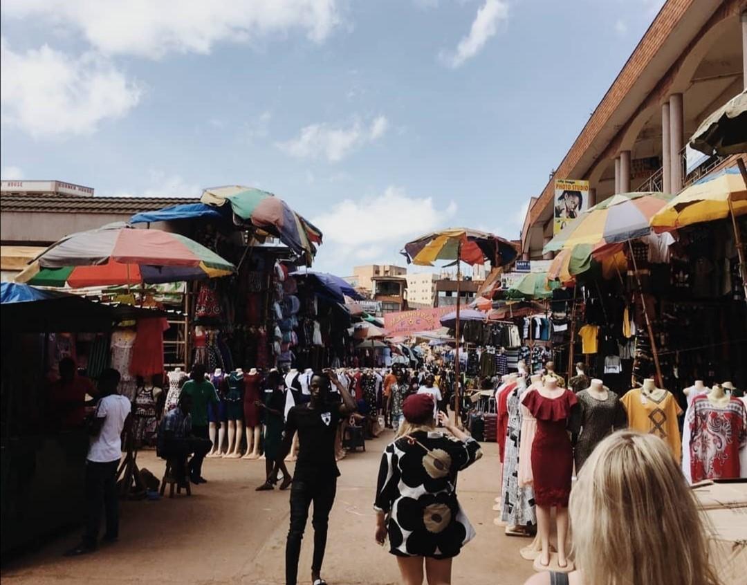 Owino Marketilla Kampalassa, Ugandassa. Kuva: Fanni Mäkinen.