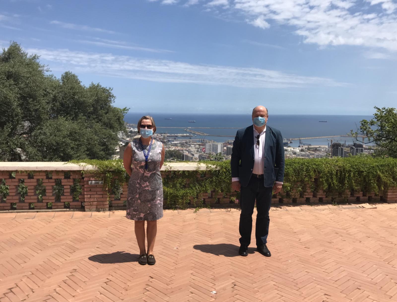 Ilosta sekaisin, kun saimme suurlähetystöön ensimmäisen vieraan tiukan eristyksen jälkeen. Kroatian kollega tuli käymään. Kuva: Seppo Tunturi.