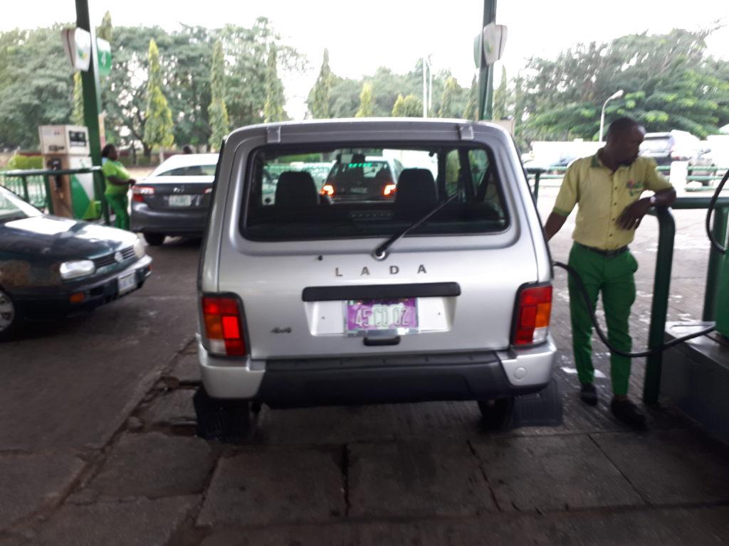 Öljyrikas Nigeria tuo käytännössä kaiken polttoaineen ulkomailta. Kuva: Tarvo Nieminen