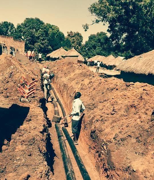 Konflikteista toipuvassa Etelä-Sudanissa Yein kaltaiset maaseudun pikkukaupungit pääsevät puhtaan veden jakelun piiriin Suomen ja Saksan kehitysyhteistyön avustuksella. Kuva: Matti Karvanen