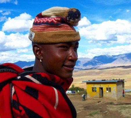 Eteläisen Afrikan Lohikäärmevuorilla sijaitsevan Lesothon kuningaskunnassa elämä on verrattain askeettista, mutta ihmiset vaikuttavat silti tyytyväisiltä. Kuva: Matti Karvanen