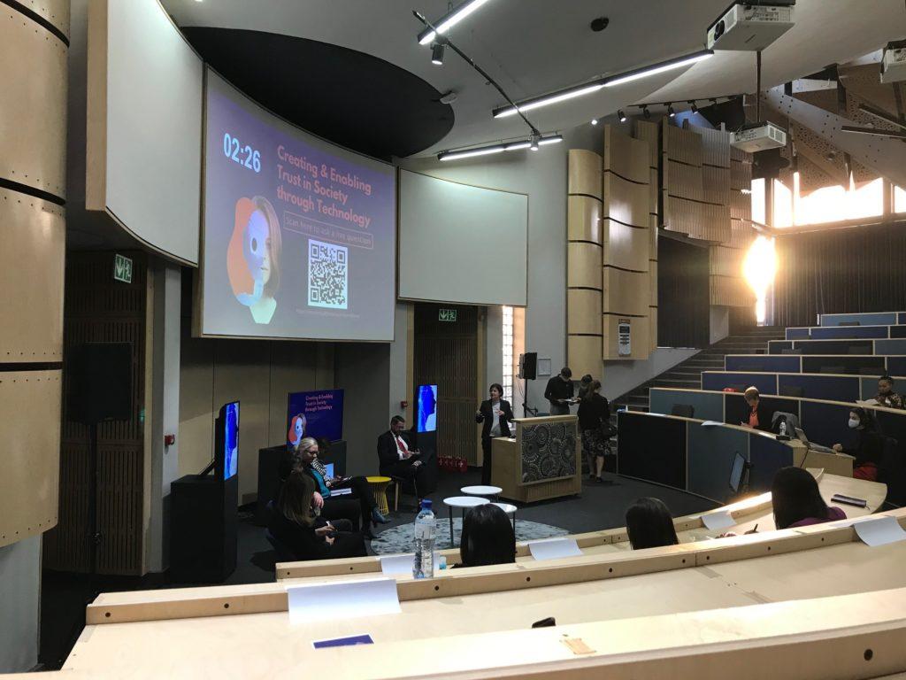 Pretorian yliopiston Future Africa –kampuksen konferenssikeskus on suomalaisella puurakennusteknologialla rakennettu. Suosittu tapahtuma-areena on tällä kertaa sveitsiläisten käytössä. Kuva: Iina Soiri