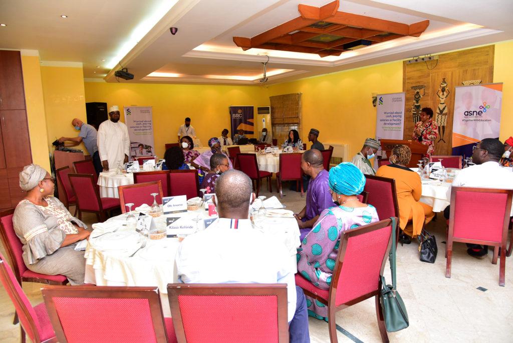 Annual School Needs Expo –dialogitapahtuma koulutusalan asiantuntijoiden kanssa Abujassa. Kuva: Oshinowo Ayoola
