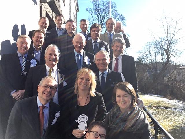 Suomen Norjan kunniakonsulit yhteiskuvassa