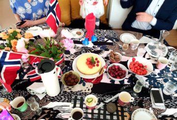 Perinteinen 17. mai aamupala toteutuu tänäkin vuonna monessa norjalaisessa perheessä.