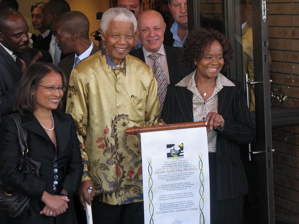 Nelson Mandelan kunniaksi järjestetyssä juhlassa muisteltiin Mandelan epäitsekästä, pyyteetöntä ja periaatteellista taistelua muitten parhaaksi, tasa-arvon puolesta. Kuva: South Africa The Good News http://www.sagoodnews.co.za/