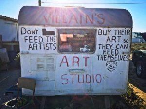 Älä ruoki artisteja vaan osta heidän taidettaan, jotta he voivat ruokkia itse itsensä. Kuva: Anu Saxén.