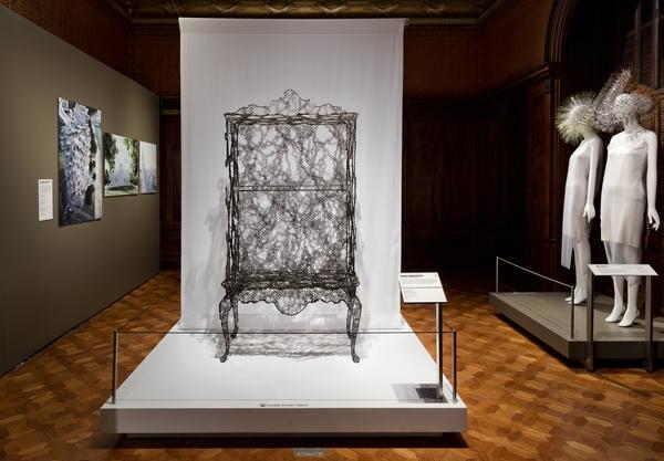 Kolmen suomalaisen taitelijan teoksia on esillä New Yorkissa 'Beauty - Cooper Hewitt Design Triennial' –näyttelyssä, joka on avoinna elokuulle 2016 saakka. Kuvassa suomalaisen taitelijan Kustaa Saksen työ. Kuva: Matt Flynn.