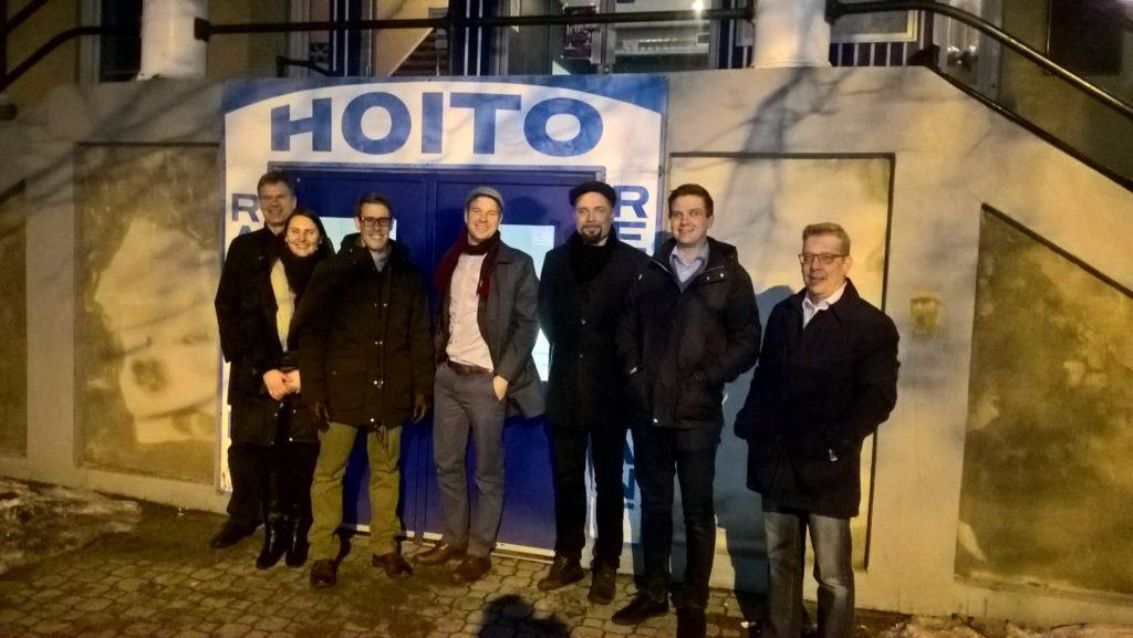 Suomalainen Ravintola Hoito Thunder Bayssa on palvellut suomalaisyhteisöä kunnioitettavat 98 vuotta. Tammikuussa 2017 Team Finland -biotalouden kasvuohjelma vieraili markkinamahdollisuuksien äärellä ohjelmavetäjä Saku Liuksian, (keskellä) ja torontolaisen Finnopool ltd. konsulttiyhtiön, Ari Elon (oikealla) avustamana. Mukana olivat: Simosol, MikseiMikkeli, Indufor, VTT ja Enviroburners.