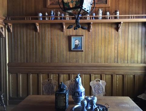 Inglenookin maistamishuone, joka oli Napa Valleyn ensimmäinen. Nybomin kuva seinällä.