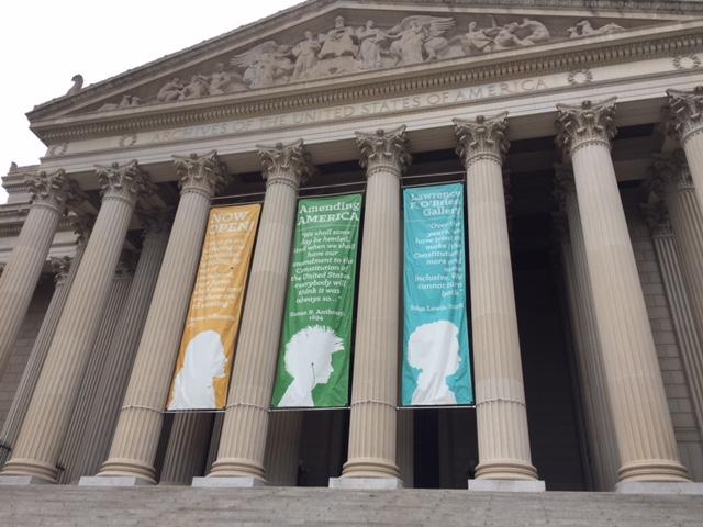 Yhdysvaltain perustuslakia säilötään kansallisarkistossa Washingtonin keskustassa.
