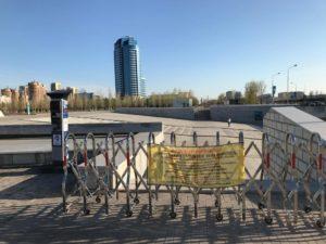 Aukiot ja puistot ovat suljettu sekä joukkokokoontumiset kielletty. Kuva: Kaisa Standish