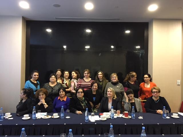 Tasa-arvosuurlähettiläs Anne Lammila ja Etelä Kaukasian kiertävä suurlähettiläs Arja Makkonen onnistuneen Bakussa helmikuussa pidetyn tasa-arvoseminaarin jälkeen. Azerbaidzhanin vahvat naiset pitävät huolta siitä, että naisten oikeudet eivät jää pimentoon.