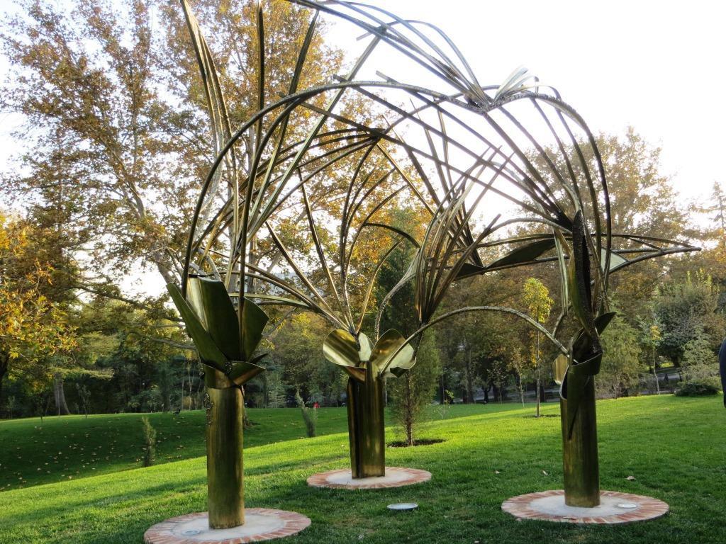 Eila Hiltusen Palmulehto, Teheranin Mellat-puistosta. Kuva:  Suomen Teheranin suurlähetystö