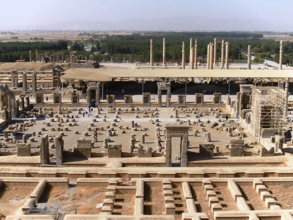 Apadana-hallintopalatsin raunioita Persepoliissa.