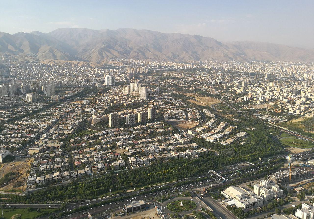 Miljoonakaupungin kaaos muistuttaa järjestystä, jos katsoo tarpeeksi kaukaa. Kuva: Sanni Lehtinen