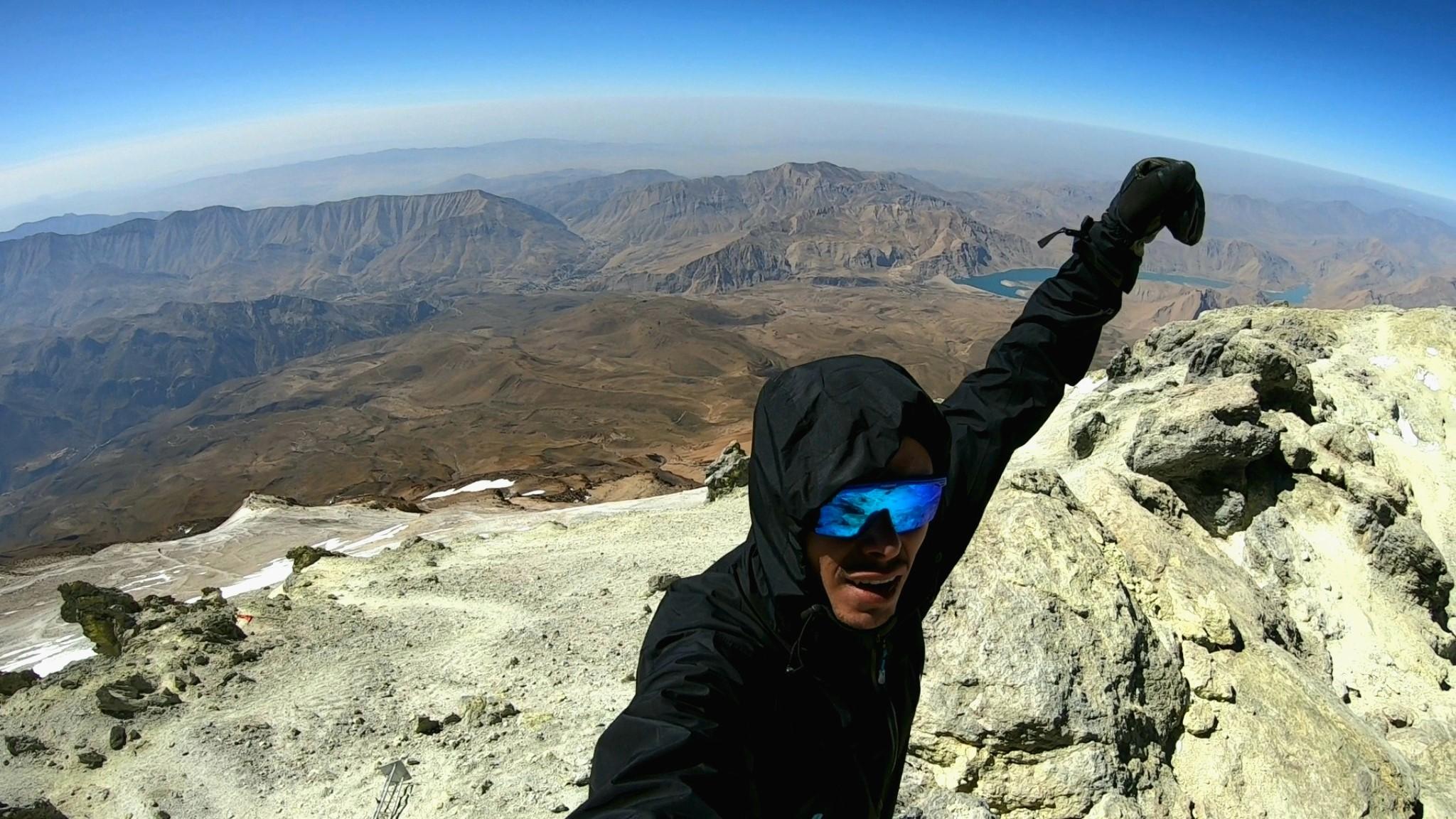 Iranin vuoristo antaa erinomaisen mahdollisuuden paeta kiireisiä työviikkoja kaupungissa. Kiipesin Damavand-tulivuoren (5610 m) päälle syyskuussa. Kuva: Mikko Kangas