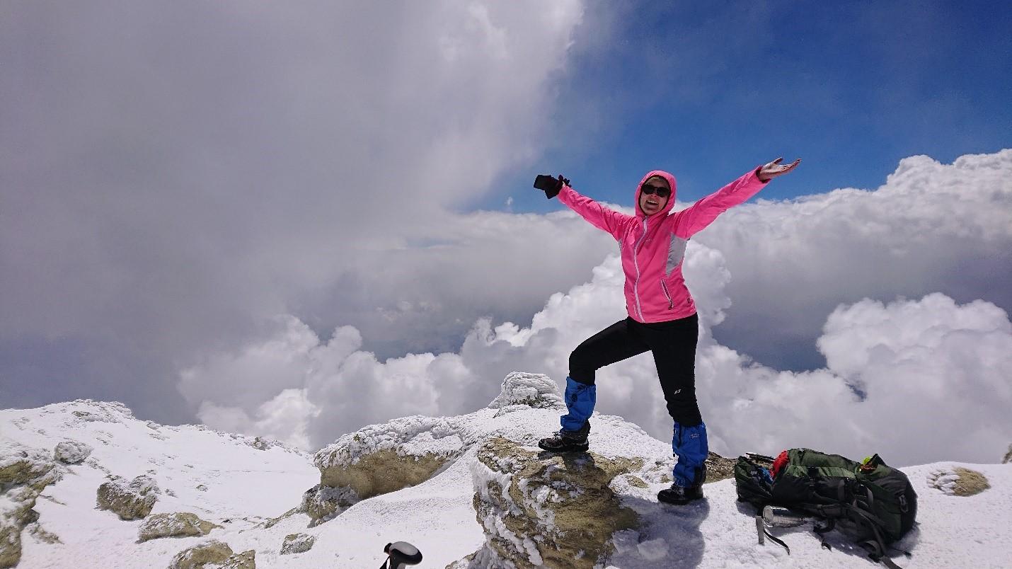 Vaeltaminen on ollut epidemia-aikana luotettava harrastus monien muiden vapaa-ajanmahdollisuuksien ollessa suljettuna. Maan korkeimman vuoren Damavandin valloittaminen (5610 m) kuului harjoitteluajan huippuhetkiin.