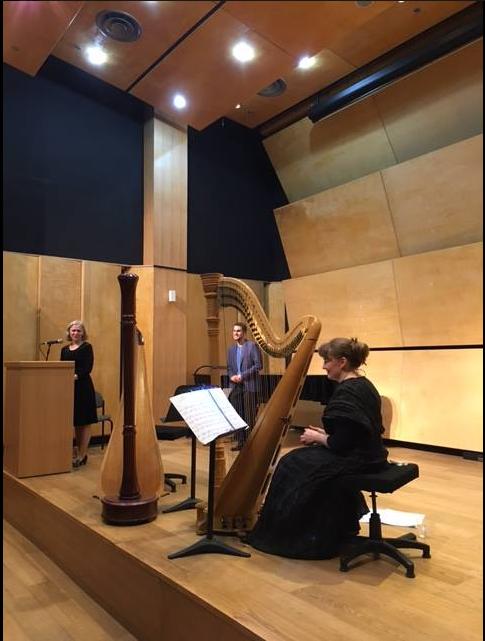Harpisti Anni Kuusimäki esiintyi Tel Avivin konservatoriossa Lior Uzielin kanssa. Kuva: Suomen Tel Avivin -edustusto