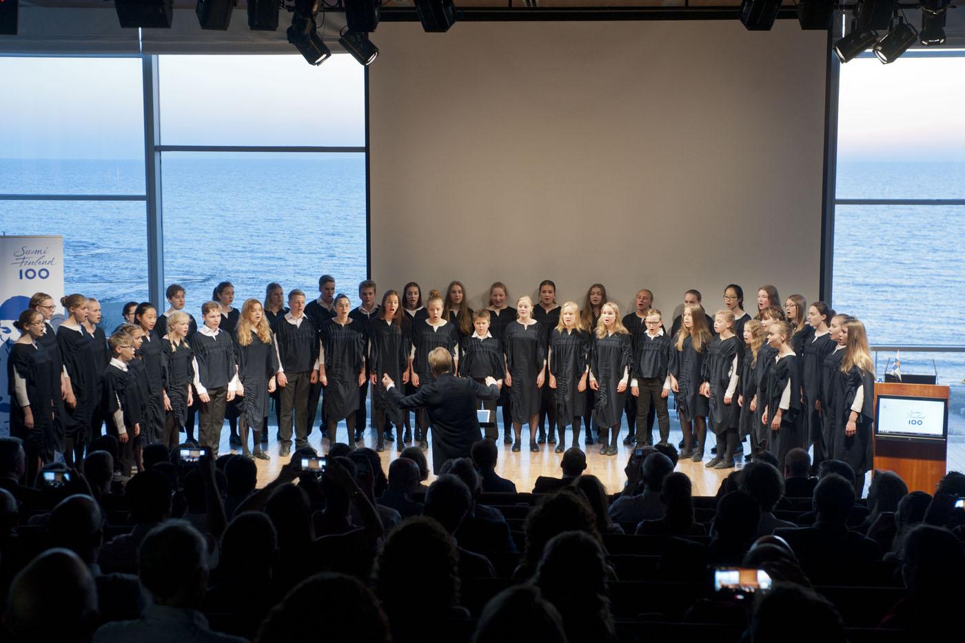 Tapiolan kuoro Suomi 100 -pääjuhlassa kesäkuussa Kuva: Maxim Reider