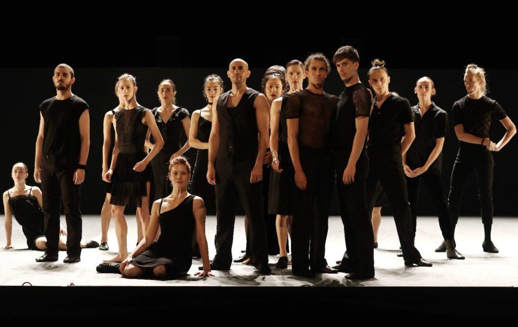 Batsheva Dance Company: Venezuela, koreograf Ohad Naharin (2017). Bild: Ascaf. Naharin utvecklade dansspråket Gaga, som framförts i flera workshops i Finland, senast i Tammerfors i maj.
