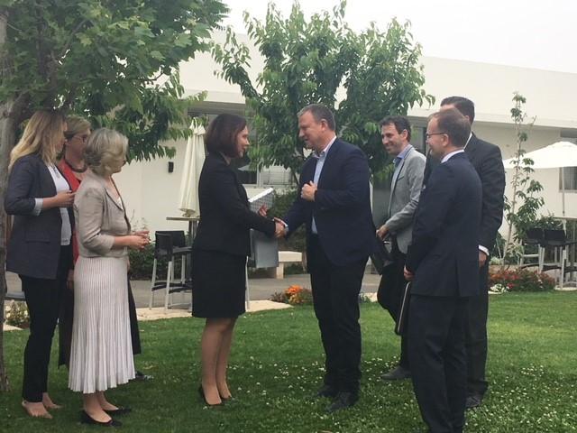 Ulkomaankauppa- ja kehitysministeri Anne-Mari Virolainen tapaa Jerusalem Venture Partnersin perustajan ja puheenjohtajan Erel Margalitin. Kuva: Niina Nykänen