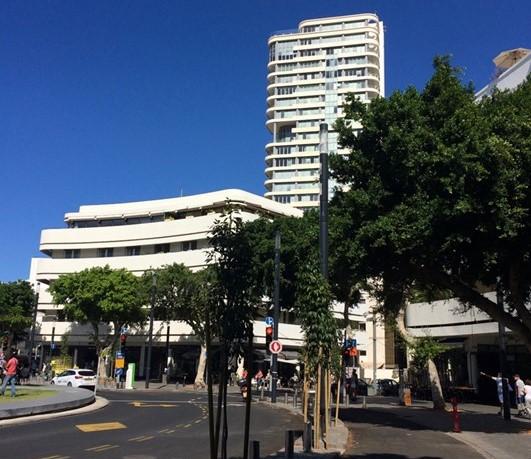 Bauhaus-tyylisiä rakennuksia Tel Avivin keskustassa. Kuva: Lilli Sulander.