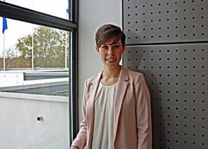 Anni Watson är högskolepraktikant på ambassaden. Hon studerar offentlig rätt och engelska vid Östra Finlands universitet. Hon gillar utmaningar, resor och pizza.