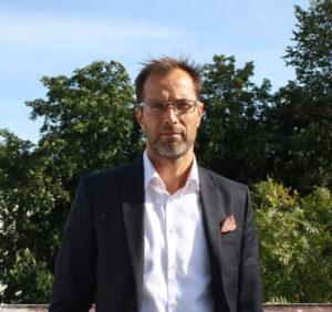 """Ville Andersson är tjänsteman på utrikesministeriet och har under året som gått varit """"utlånad"""" till svenska utrikesdepartementet. Fr.o.m. augusti kommer han att vara ambassadråd på Finlands ambassad i Stockholm."""