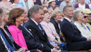 Sveriges kungapar och Finlands presidentpar trivdes på festivalens invigning. Foto: Gugge Wasenius & Laura Pulli